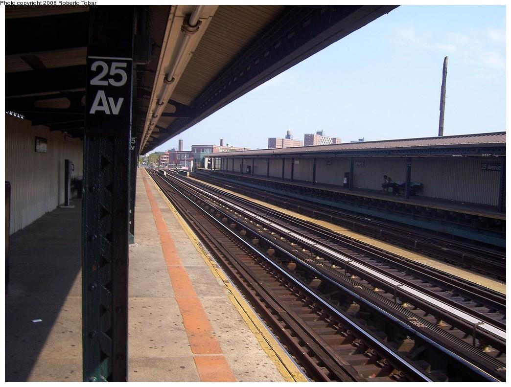 (223k, 1044x791)<br><b>Country:</b> United States<br><b>City:</b> New York<br><b>System:</b> New York City Transit<br><b>Line:</b> BMT West End Line<br><b>Location:</b> 25th Avenue <br><b>Photo by:</b> Roberto C. Tobar<br><b>Date:</b> 7/19/2008<br><b>Viewed (this week/total):</b> 1 / 1059