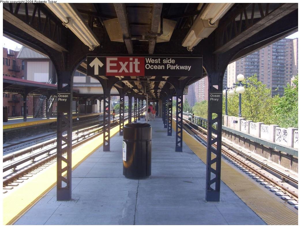 (248k, 1044x791)<br><b>Country:</b> United States<br><b>City:</b> New York<br><b>System:</b> New York City Transit<br><b>Line:</b> BMT Brighton Line<br><b>Location:</b> Ocean Parkway <br><b>Photo by:</b> Roberto C. Tobar<br><b>Date:</b> 7/19/2008<br><b>Viewed (this week/total):</b> 3 / 1344