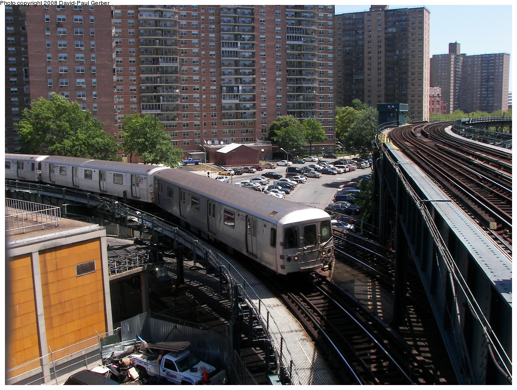 (362k, 1044x788)<br><b>Country:</b> United States<br><b>City:</b> New York<br><b>System:</b> New York City Transit<br><b>Line:</b> BMT Culver Line<br><b>Location:</b> West 8th Street <br><b>Route:</b> G<br><b>Car:</b> R-46 (Pullman-Standard, 1974-75) 6206 <br><b>Photo by:</b> David-Paul Gerber<br><b>Date:</b> 7/13/2008<br><b>Viewed (this week/total):</b> 1 / 2089