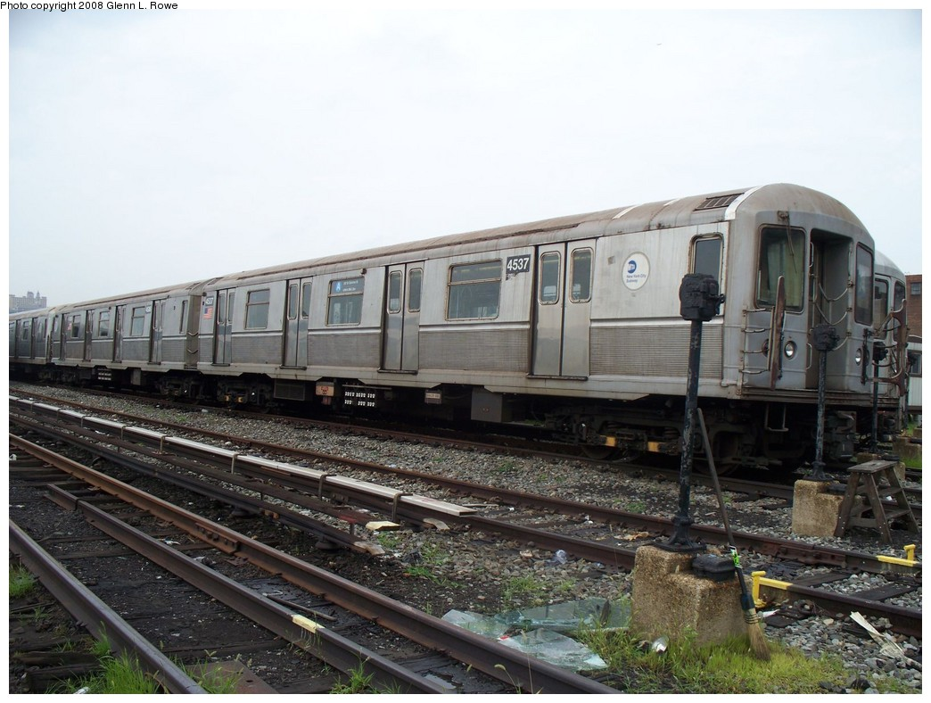 (218k, 1044x788)<br><b>Country:</b> United States<br><b>City:</b> New York<br><b>System:</b> New York City Transit<br><b>Location:</b> 207th Street Yard<br><b>Car:</b> R-40M (St. Louis, 1969)  4537/4536 <br><b>Photo by:</b> Glenn L. Rowe<br><b>Date:</b> 7/23/2008<br><b>Viewed (this week/total):</b> 2 / 1711