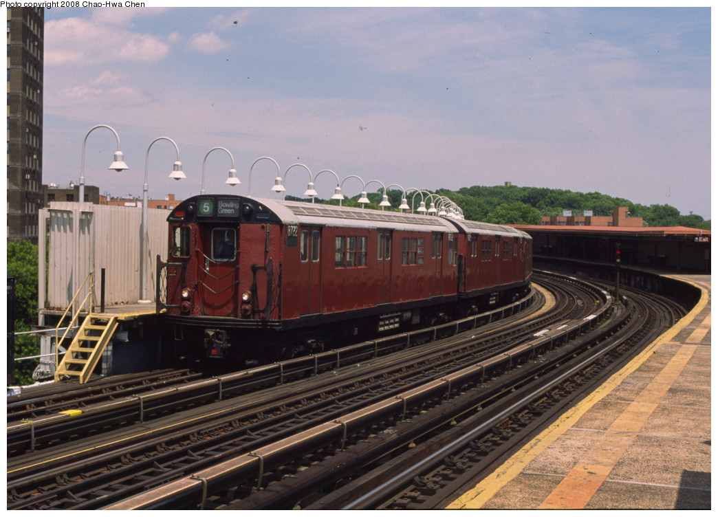 (202k, 1044x752)<br><b>Country:</b> United States<br><b>City:</b> New York<br><b>System:</b> New York City Transit<br><b>Line:</b> IRT White Plains Road Line<br><b>Location:</b> West Farms Sq./East Tremont Ave./177th St. <br><b>Route:</b> 5<br><b>Car:</b> R-29 (St. Louis, 1962) 8722 <br><b>Photo by:</b> Chao-Hwa Chen<br><b>Date:</b> 7/3/2001<br><b>Viewed (this week/total):</b> 0 / 1477