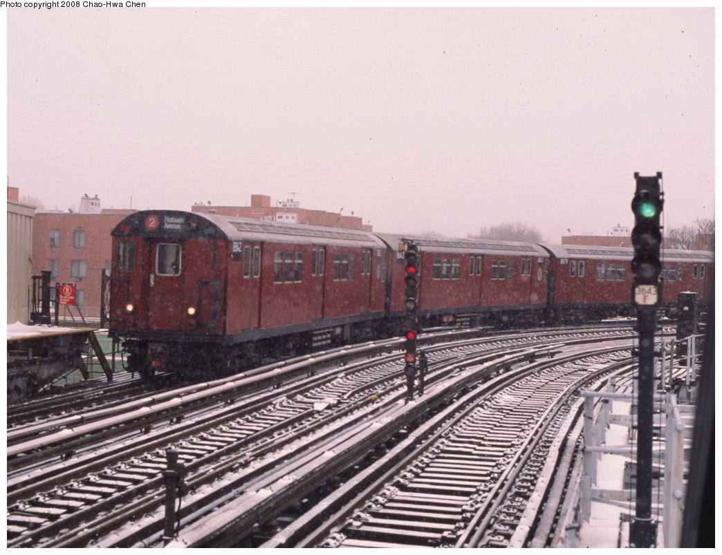 (208k, 1044x803)<br><b>Country:</b> United States<br><b>City:</b> New York<br><b>System:</b> New York City Transit<br><b>Line:</b> IRT White Plains Road Line<br><b>Location:</b> West Farms Sq./East Tremont Ave./177th St. <br><b>Route:</b> 2<br><b>Car:</b> R-33 Main Line (St. Louis, 1962-63) 8842 <br><b>Photo by:</b> Chao-Hwa Chen<br><b>Date:</b> 1/20/2000<br><b>Viewed (this week/total):</b> 10 / 2032