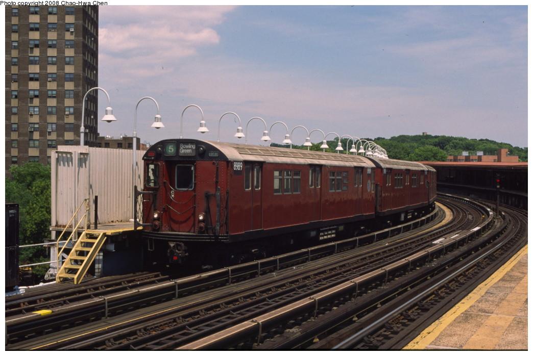 (189k, 1044x698)<br><b>Country:</b> United States<br><b>City:</b> New York<br><b>System:</b> New York City Transit<br><b>Line:</b> IRT White Plains Road Line<br><b>Location:</b> West Farms Sq./East Tremont Ave./177th St. <br><b>Route:</b> 5<br><b>Car:</b> R-33 Main Line (St. Louis, 1962-63) 8989 <br><b>Photo by:</b> Chao-Hwa Chen<br><b>Date:</b> 7/3/2001<br><b>Viewed (this week/total):</b> 2 / 1833