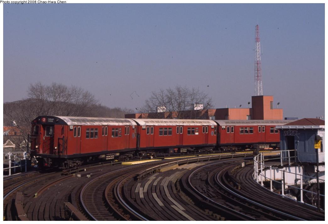 (161k, 1044x713)<br><b>Country:</b> United States<br><b>City:</b> New York<br><b>System:</b> New York City Transit<br><b>Line:</b> IRT White Plains Road Line<br><b>Location:</b> West Farms Sq./East Tremont Ave./177th St. <br><b>Route:</b> 2<br><b>Car:</b> R-33 Main Line (St. Louis, 1962-63) 9201 <br><b>Photo by:</b> Chao-Hwa Chen<br><b>Date:</b> 2/22/2000<br><b>Viewed (this week/total):</b> 0 / 1873
