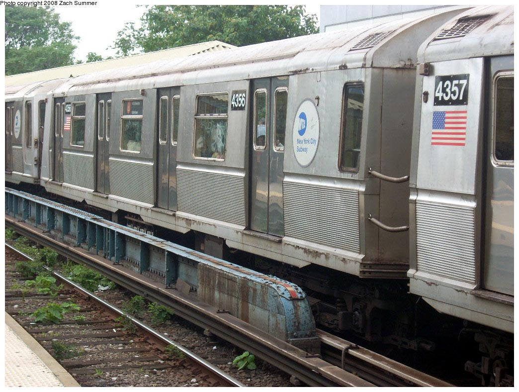 (219k, 1044x788)<br><b>Country:</b> United States<br><b>City:</b> New York<br><b>System:</b> New York City Transit<br><b>Line:</b> BMT Brighton Line<br><b>Location:</b> Sheepshead Bay <br><b>Route:</b> B<br><b>Car:</b> R-40 (St. Louis, 1968)  4356 <br><b>Photo by:</b> Zach Summer<br><b>Date:</b> 7/9/2008<br><b>Viewed (this week/total):</b> 1 / 1229