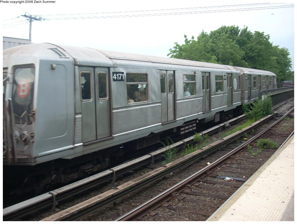 (254k, 1044x788)<br><b>Country:</b> United States<br><b>City:</b> New York<br><b>System:</b> New York City Transit<br><b>Line:</b> BMT Brighton Line<br><b>Location:</b> Sheepshead Bay <br><b>Route:</b> B<br><b>Car:</b> R-40 (St. Louis, 1968)  4171 <br><b>Photo by:</b> Zach Summer<br><b>Date:</b> 7/9/2008<br><b>Viewed (this week/total):</b> 0 / 1104