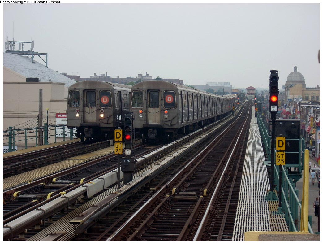 (188k, 1044x788)<br><b>Country:</b> United States<br><b>City:</b> New York<br><b>System:</b> New York City Transit<br><b>Line:</b> BMT West End Line<br><b>Location:</b> 25th Avenue <br><b>Route:</b> D<br><b>Car:</b> R-68 (Westinghouse-Amrail, 1986-1988)  2682/2780 <br><b>Photo by:</b> Zach Summer<br><b>Date:</b> 7/6/2008<br><b>Notes:</b> Relay train from Bay Pkwy on middle track.<br><b>Viewed (this week/total):</b> 2 / 2082