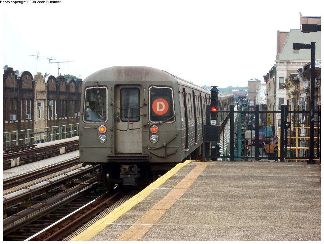 (201k, 1044x788)<br><b>Country:</b> United States<br><b>City:</b> New York<br><b>System:</b> New York City Transit<br><b>Line:</b> BMT West End Line<br><b>Location:</b> 55th Street <br><b>Route:</b> D<br><b>Car:</b> R-68 (Westinghouse-Amrail, 1986-1988)   <br><b>Photo by:</b> Zach Summer<br><b>Date:</b> 7/9/2008<br><b>Viewed (this week/total):</b> 3 / 1365