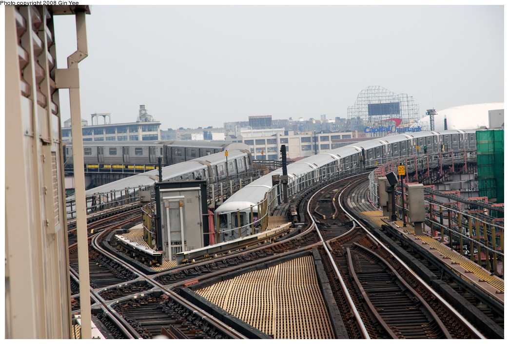 (294k, 1044x705)<br><b>Country:</b> United States<br><b>City:</b> New York<br><b>System:</b> New York City Transit<br><b>Line:</b> IRT Flushing Line<br><b>Location:</b> Queensborough Plaza <br><b>Route:</b> 7<br><b>Car:</b> R-62A (Bombardier, 1984-1987)   <br><b>Photo by:</b> Gin Yee<br><b>Date:</b> 7/30/2008<br><b>Viewed (this week/total):</b> 3 / 2427