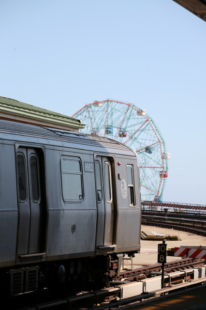 (71k, 426x640)<br><b>Country:</b> United States<br><b>City:</b> New York<br><b>System:</b> New York City Transit<br><b>Location:</b> Coney Island/Stillwell Avenue<br><b>Car:</b> R-160A-2 (Alstom, 2005-2008, 5 car sets)  8662 <br><b>Photo by:</b> Kieran J. O'Hagan<br><b>Date:</b> 7/13/2008<br><b>Notes:</b> New R160A-2 with Wonder Wheel.<br><b>Viewed (this week/total):</b> 0 / 1351