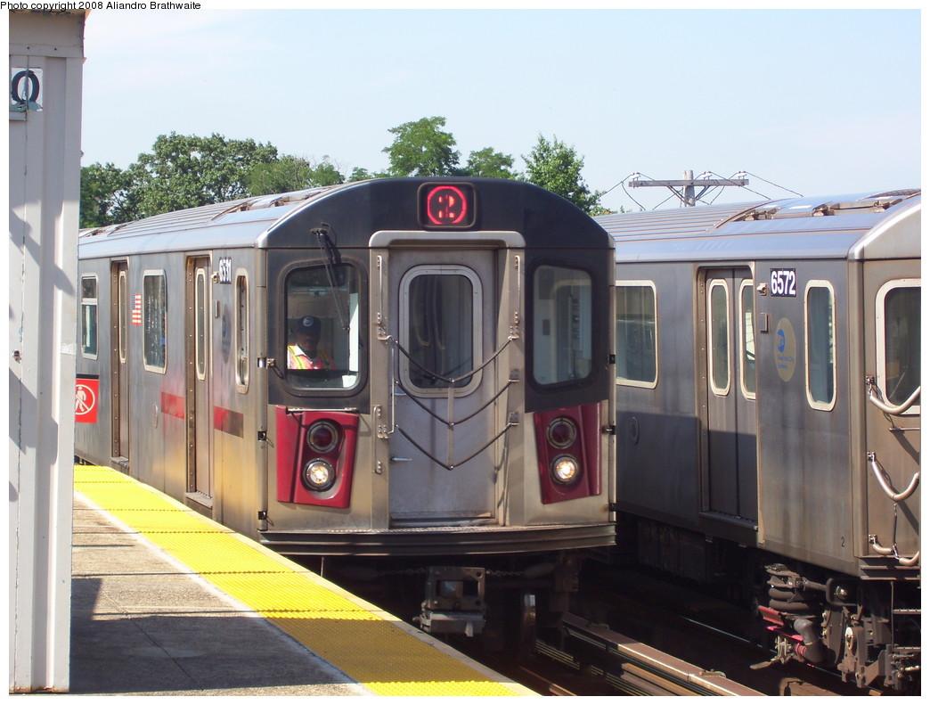 (218k, 1044x791)<br><b>Country:</b> United States<br><b>City:</b> New York<br><b>System:</b> New York City Transit<br><b>Line:</b> IRT White Plains Road Line<br><b>Location:</b> 238th Street (Nereid Avenue) <br><b>Route:</b> 2<br><b>Car:</b> R-142 (Primary Order, Bombardier, 1999-2002)  6531 <br><b>Photo by:</b> Aliandro Brathwaite<br><b>Date:</b> 7/25/2008<br><b>Viewed (this week/total):</b> 2 / 2481