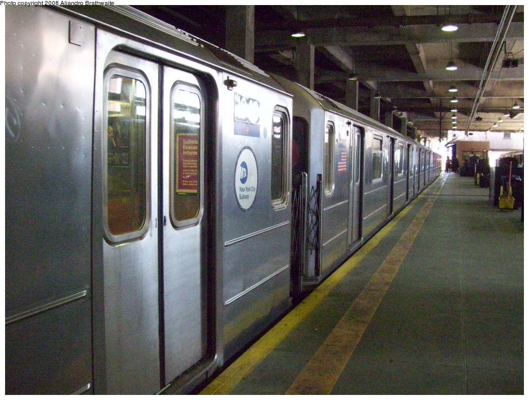 (274k, 1044x791)<br><b>Country:</b> United States<br><b>City:</b> New York<br><b>System:</b> New York City Transit<br><b>Line:</b> IRT Lenox Line<br><b>Location:</b> 148th Street/Lenox Terminal <br><b>Route:</b> 3<br><b>Car:</b> R-62A (Bombardier, 1984-1987)  1940 <br><b>Photo by:</b> Aliandro Brathwaite<br><b>Date:</b> 7/25/2008<br><b>Viewed (this week/total):</b> 3 / 1950