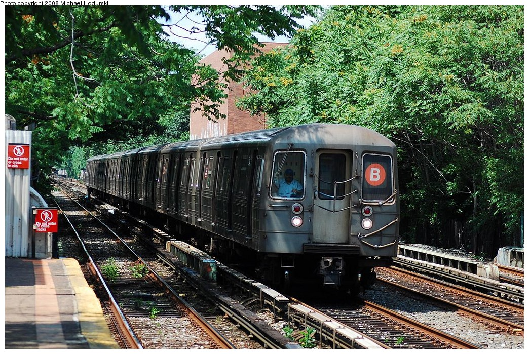 (394k, 1044x699)<br><b>Country:</b> United States<br><b>City:</b> New York<br><b>System:</b> New York City Transit<br><b>Line:</b> BMT Brighton Line<br><b>Location:</b> Avenue M <br><b>Route:</b> B<br><b>Car:</b> R-68 (Westinghouse-Amrail, 1986-1988)  2904 <br><b>Photo by:</b> Michael Hodurski<br><b>Date:</b> 6/24/2008<br><b>Viewed (this week/total):</b> 4 / 2070
