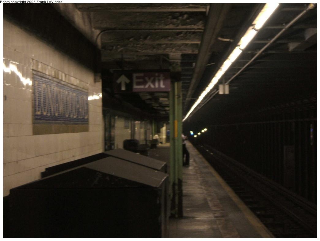 (140k, 1044x788)<br><b>Country:</b> United States<br><b>City:</b> New York<br><b>System:</b> New York City Transit<br><b>Line:</b> IRT Pelham Line<br><b>Location:</b> Longwood Avenue <br><b>Photo by:</b> Frank LeViness<br><b>Date:</b> 7/31/2007<br><b>Notes:</b> Platform view.<br><b>Viewed (this week/total):</b> 1 / 1991