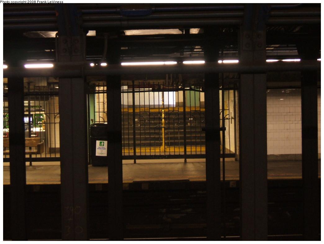 (169k, 1044x788)<br><b>Country:</b> United States<br><b>City:</b> New York<br><b>System:</b> New York City Transit<br><b>Line:</b> IRT Pelham Line<br><b>Location:</b> Longwood Avenue <br><b>Photo by:</b> Frank LeViness<br><b>Date:</b> 7/31/2007<br><b>Notes:</b> Staircase from northbound platform.<br><b>Viewed (this week/total):</b> 3 / 1937