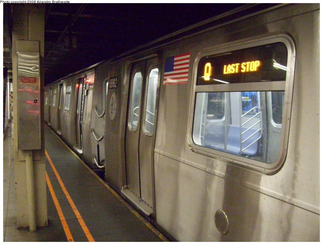 (252k, 1044x791)<br><b>Country:</b> United States<br><b>City:</b> New York<br><b>System:</b> New York City Transit<br><b>Line:</b> BMT Broadway Line<br><b>Location:</b> 57th Street <br><b>Route:</b> Q<br><b>Car:</b> R-160B (Option 1) (Kawasaki, 2008-2009)  8992 <br><b>Photo by:</b> Aliandro Brathwaite<br><b>Date:</b> 8/1/2008<br><b>Viewed (this week/total):</b> 0 / 3034