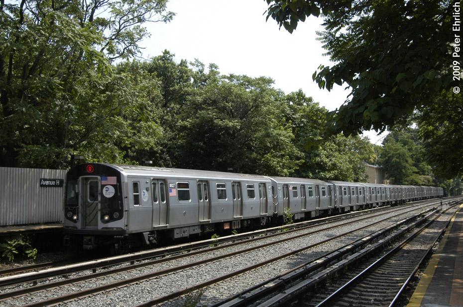 (294k, 930x618)<br><b>Country:</b> United States<br><b>City:</b> New York<br><b>System:</b> New York City Transit<br><b>Line:</b> BMT Brighton Line<br><b>Location:</b> Avenue H <br><b>Route:</b> Q<br><b>Car:</b> R-160B (Kawasaki, 2005-2008)  8927 <br><b>Photo by:</b> Peter Ehrlich<br><b>Date:</b> 7/22/2009<br><b>Notes:</b> Inbound<br><b>Viewed (this week/total):</b> 3 / 906