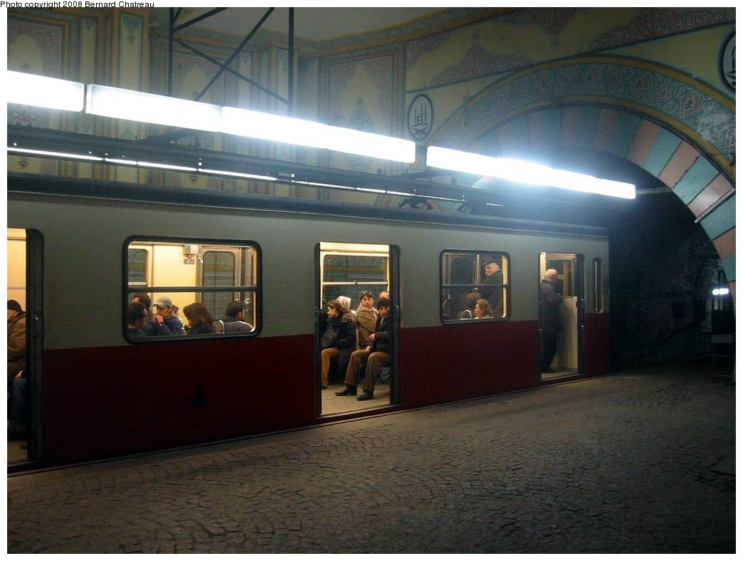 (174k, 1044x788)<br><b>Country:</b> Turkey<br><b>City:</b> Istanbul<br><b>System:</b> Tunel Funicular <br><b>Photo by:</b> Bernard Chatreau<br><b>Date:</b> 2/21/2005<br><b>Viewed (this week/total):</b> 1 / 831