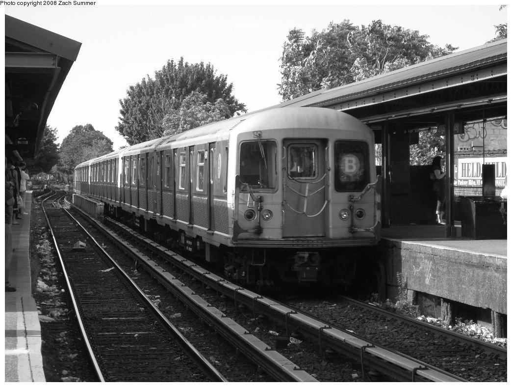 (266k, 1044x788)<br><b>Country:</b> United States<br><b>City:</b> New York<br><b>System:</b> New York City Transit<br><b>Line:</b> BMT Brighton Line<br><b>Location:</b> Kings Highway <br><b>Route:</b> B<br><b>Car:</b> R-40M (St. Louis, 1969)  4541 <br><b>Photo by:</b> Zach Summer<br><b>Date:</b> 7/10/2008<br><b>Viewed (this week/total):</b> 2 / 1366