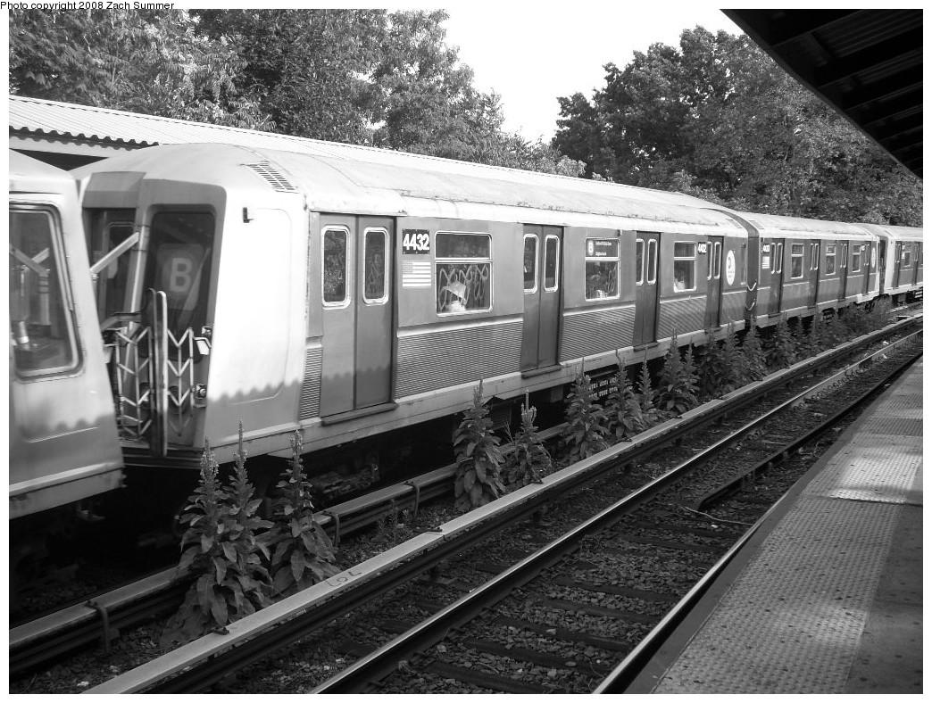 (295k, 1044x788)<br><b>Country:</b> United States<br><b>City:</b> New York<br><b>System:</b> New York City Transit<br><b>Line:</b> BMT Brighton Line<br><b>Location:</b> Sheepshead Bay <br><b>Route:</b> B<br><b>Car:</b> R-40 (St. Louis, 1968)  4432 <br><b>Photo by:</b> Zach Summer<br><b>Date:</b> 7/10/2008<br><b>Viewed (this week/total):</b> 1 / 1191