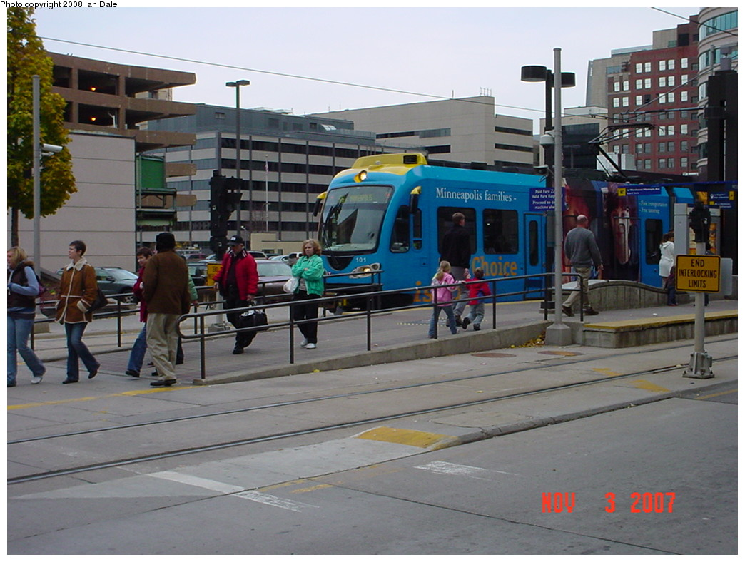 (215k, 1044x788)<br><b>Country:</b> United States<br><b>City:</b> Minneapolis, MN<br><b>System:</b> MNDOT Light Rail Transit<br><b>Line:</b> Hiawatha Line<br><b>Location:</b> <b><u>Nicollet Mall </b></u><br><b>Photo by:</b> Ian Dale<br><b>Date:</b> 11/3/2007<br><b>Viewed (this week/total):</b> 0 / 1107
