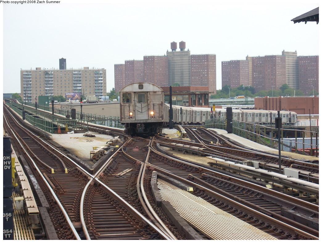 (305k, 1044x788)<br><b>Country:</b> United States<br><b>City:</b> New York<br><b>System:</b> New York City Transit<br><b>Line:</b> BMT Culver Line<br><b>Location:</b> Avenue X <br><b>Route:</b> F put-in<br><b>Car:</b> R-32 (Budd, 1964)  3902 <br><b>Photo by:</b> Zach Summer<br><b>Date:</b> 7/14/2008<br><b>Viewed (this week/total):</b> 3 / 2449