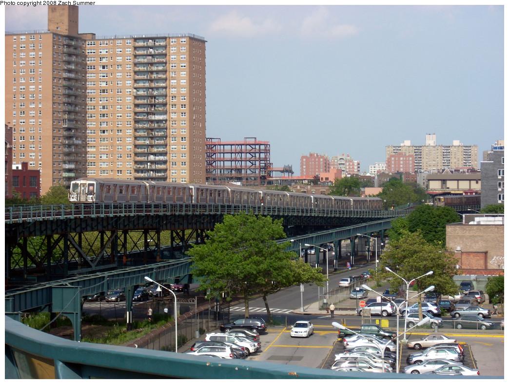 (327k, 1044x788)<br><b>Country:</b> United States<br><b>City:</b> New York<br><b>System:</b> New York City Transit<br><b>Line:</b> BMT Brighton Line<br><b>Location:</b> West 8th Street <br><b>Route:</b> B<br><b>Car:</b> R-40 (St. Louis, 1968)   <br><b>Photo by:</b> Zach Summer<br><b>Date:</b> 7/14/2008<br><b>Viewed (this week/total):</b> 2 / 1622