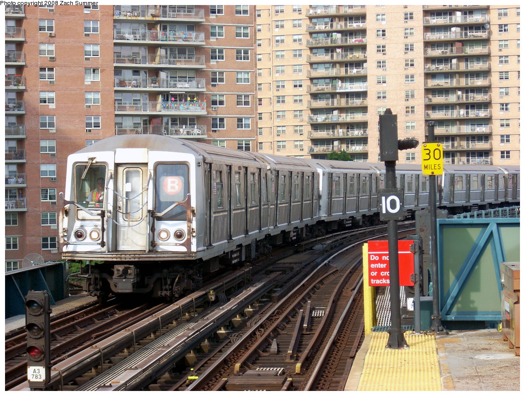 (377k, 1044x788)<br><b>Country:</b> United States<br><b>City:</b> New York<br><b>System:</b> New York City Transit<br><b>Line:</b> BMT Brighton Line<br><b>Location:</b> West 8th Street <br><b>Route:</b> B yard move<br><b>Car:</b> R-40 (St. Louis, 1968)   <br><b>Photo by:</b> Zach Summer<br><b>Date:</b> 7/14/2008<br><b>Viewed (this week/total):</b> 0 / 1235