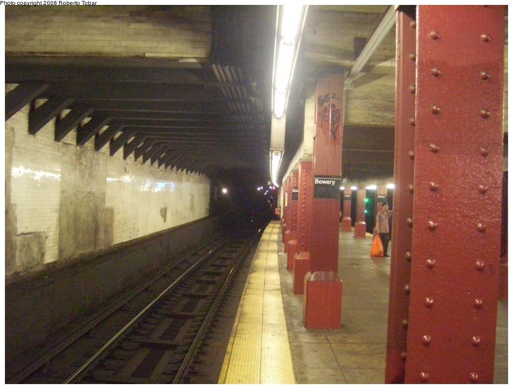 (214k, 1044x791)<br><b>Country:</b> United States<br><b>City:</b> New York<br><b>System:</b> New York City Transit<br><b>Line:</b> BMT Nassau Street/Jamaica Line<br><b>Location:</b> Bowery <br><b>Photo by:</b> Roberto C. Tobar<br><b>Date:</b> 8/16/2008<br><b>Notes:</b> Platform/track view.<br><b>Viewed (this week/total):</b> 5 / 1433