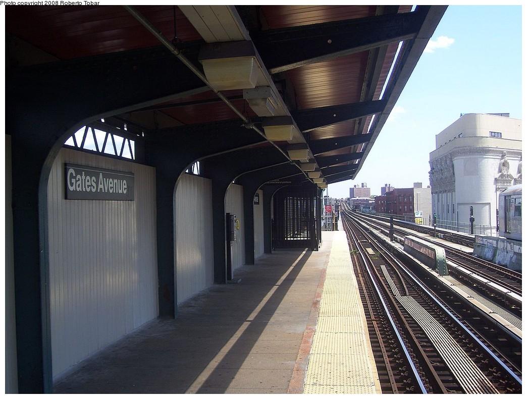 (230k, 1044x791)<br><b>Country:</b> United States<br><b>City:</b> New York<br><b>System:</b> New York City Transit<br><b>Line:</b> BMT Nassau Street/Jamaica Line<br><b>Location:</b> Gates Avenue <br><b>Photo by:</b> Roberto C. Tobar<br><b>Date:</b> 8/16/2008<br><b>Notes:</b> Platform view.<br><b>Viewed (this week/total):</b> 0 / 1357