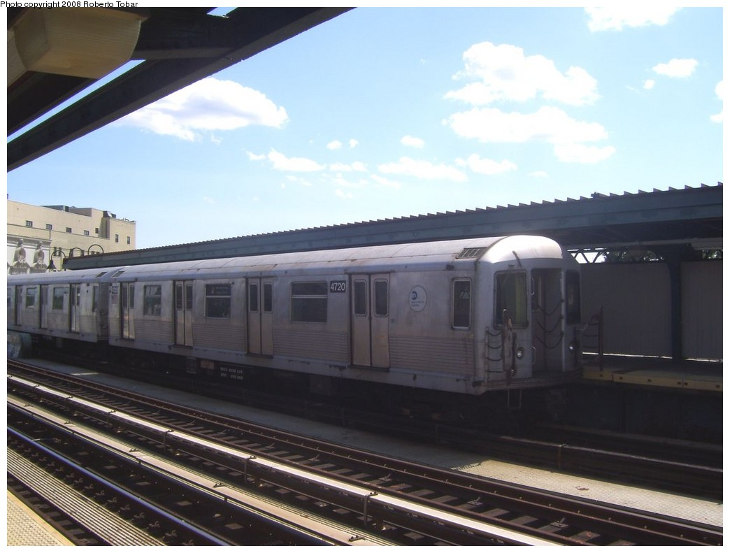 (166k, 1044x791)<br><b>Country:</b> United States<br><b>City:</b> New York<br><b>System:</b> New York City Transit<br><b>Line:</b> BMT Nassau Street/Jamaica Line<br><b>Location:</b> Gates Avenue <br><b>Route:</b> J<br><b>Car:</b> R-42 (St. Louis, 1969-1970)  4720 <br><b>Photo by:</b> Roberto C. Tobar<br><b>Date:</b> 8/16/2008<br><b>Viewed (this week/total):</b> 0 / 1444