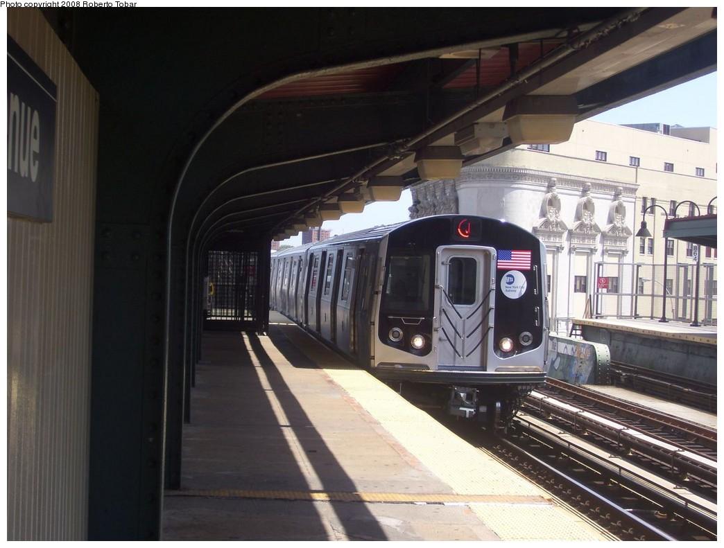 (194k, 1044x791)<br><b>Country:</b> United States<br><b>City:</b> New York<br><b>System:</b> New York City Transit<br><b>Line:</b> BMT Nassau Street/Jamaica Line<br><b>Location:</b> Gates Avenue <br><b>Route:</b> J<br><b>Car:</b> R-160A-1 (Alstom, 2005-2008, 4 car sets)   <br><b>Photo by:</b> Roberto C. Tobar<br><b>Date:</b> 8/16/2008<br><b>Viewed (this week/total):</b> 0 / 1773