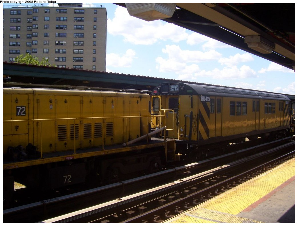 (193k, 1044x791)<br><b>Country:</b> United States<br><b>City:</b> New York<br><b>System:</b> New York City Transit<br><b>Line:</b> BMT Nassau Street/Jamaica Line<br><b>Location:</b> Halsey Street <br><b>Route:</b> Work Service<br><b>Car:</b> R-161 Rider Car (ex-R-33)  RD415 (ex-9021)<br><b>Photo by:</b> Roberto C. Tobar<br><b>Date:</b> 8/16/2008<br><b>Notes:</b> With loco 72<br><b>Viewed (this week/total):</b> 1 / 1389
