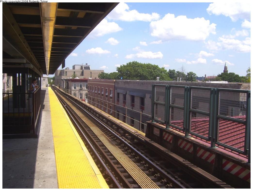 (220k, 1044x791)<br><b>Country:</b> United States<br><b>City:</b> New York<br><b>System:</b> New York City Transit<br><b>Line:</b> BMT Nassau Street/Jamaica Line<br><b>Location:</b> Van Siclen Avenue <br><b>Photo by:</b> Roberto C. Tobar<br><b>Date:</b> 8/16/2008<br><b>Notes:</b> Platform view.<br><b>Viewed (this week/total):</b> 0 / 1346