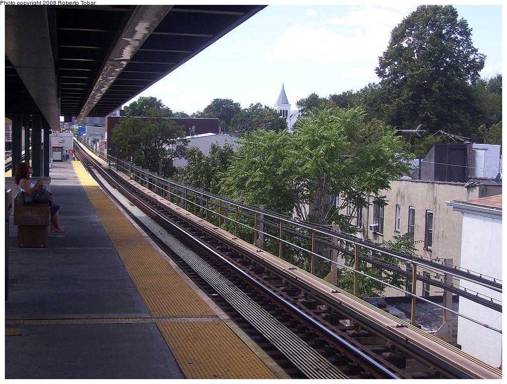 (314k, 1044x791)<br><b>Country:</b> United States<br><b>City:</b> New York<br><b>System:</b> New York City Transit<br><b>Line:</b> BMT Nassau Street/Jamaica Line<br><b>Location:</b> Van Siclen Avenue <br><b>Photo by:</b> Roberto C. Tobar<br><b>Date:</b> 8/16/2008<br><b>Notes:</b> Platform view.<br><b>Viewed (this week/total):</b> 0 / 1063