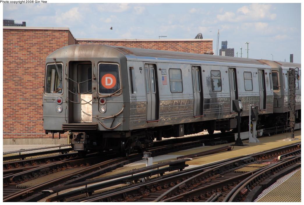 (256k, 1044x705)<br><b>Country:</b> United States<br><b>City:</b> New York<br><b>System:</b> New York City Transit<br><b>Location:</b> Coney Island/Stillwell Avenue<br><b>Route:</b> D<br><b>Car:</b> R-68 (Westinghouse-Amrail, 1986-1988)  2692 <br><b>Photo by:</b> Gin Yee<br><b>Date:</b> 8/17/2008<br><b>Viewed (this week/total):</b> 5 / 1093