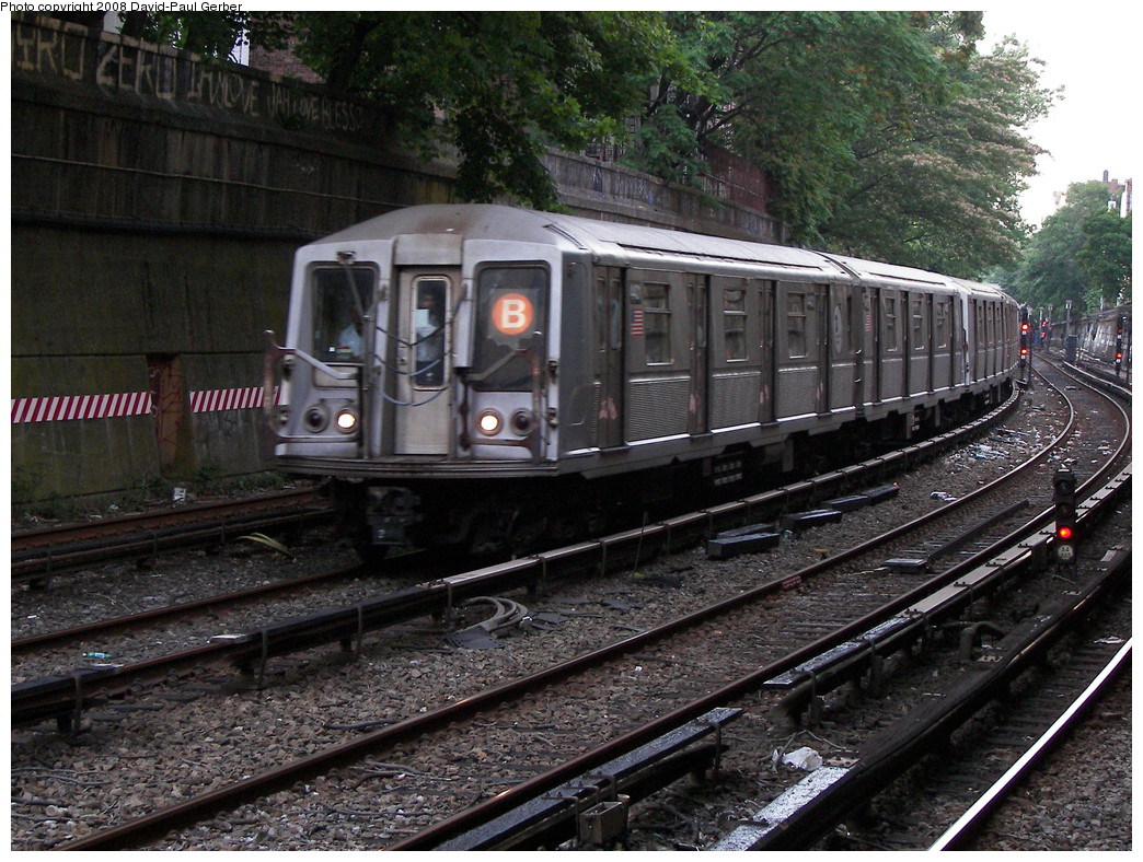 (342k, 1044x788)<br><b>Country:</b> United States<br><b>City:</b> New York<br><b>System:</b> New York City Transit<br><b>Line:</b> BMT Brighton Line<br><b>Location:</b> Parkside Avenue <br><b>Route:</b> B<br><b>Car:</b> R-40 (St. Louis, 1968)  4401 <br><b>Photo by:</b> David-Paul Gerber<br><b>Date:</b> 6/27/2008<br><b>Viewed (this week/total):</b> 0 / 1253