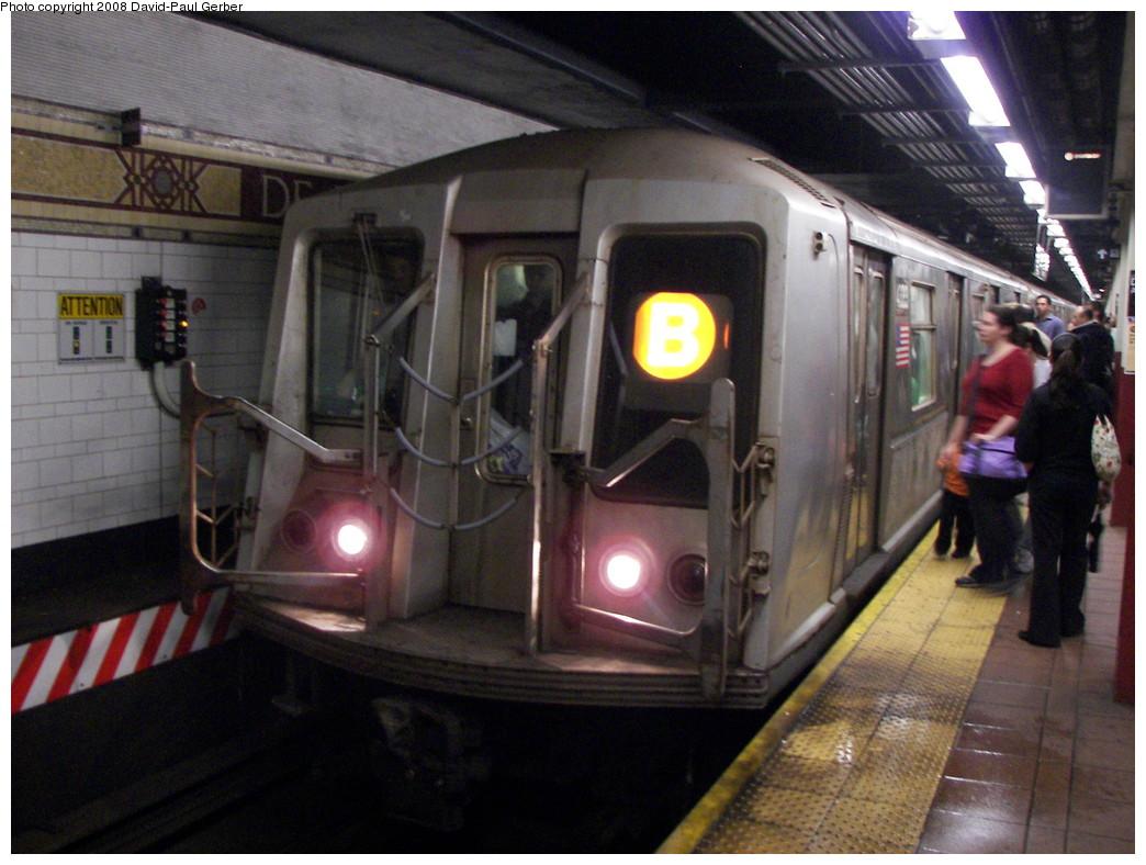 (267k, 1044x788)<br><b>Country:</b> United States<br><b>City:</b> New York<br><b>System:</b> New York City Transit<br><b>Location:</b> DeKalb Avenue<br><b>Route:</b> B<br><b>Car:</b> R-40 (St. Louis, 1968)  4333 <br><b>Photo by:</b> David-Paul Gerber<br><b>Date:</b> 6/4/2008<br><b>Viewed (this week/total):</b> 0 / 1735