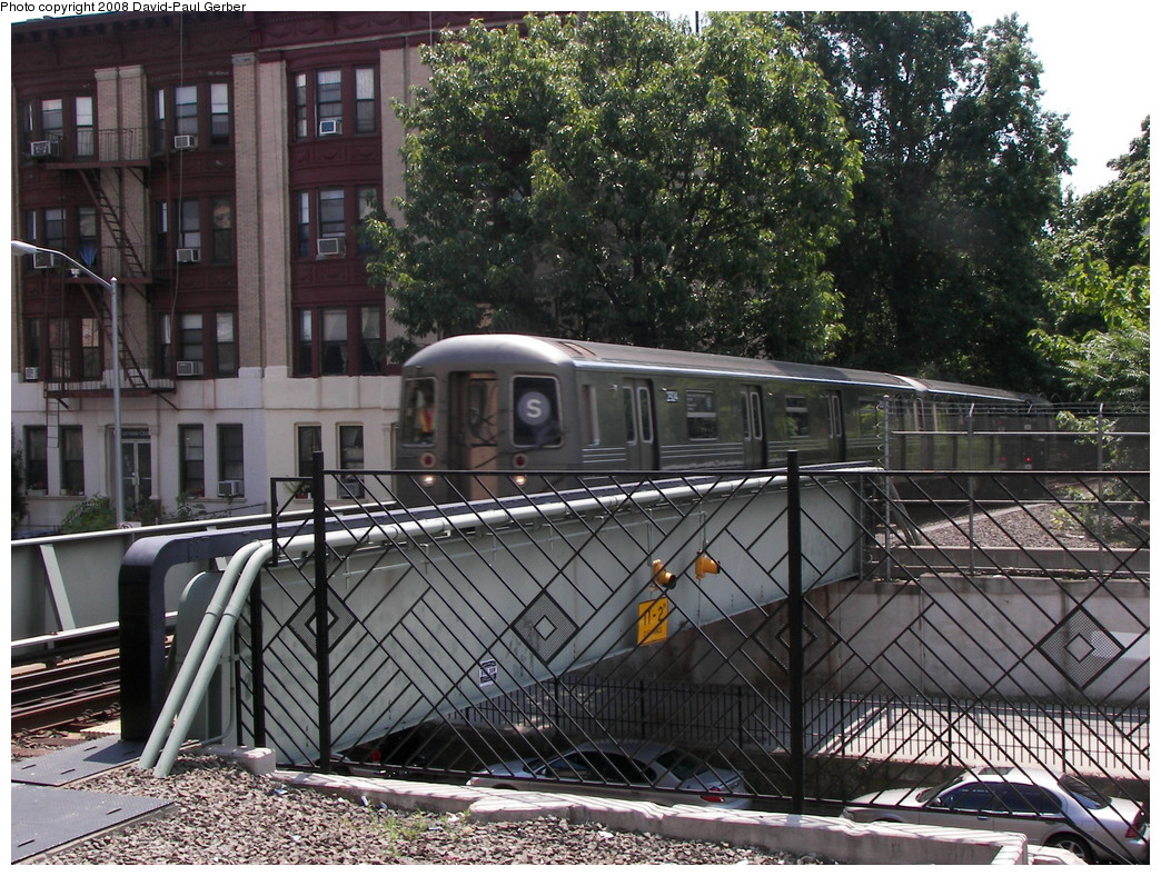 (371k, 1044x788)<br><b>Country:</b> United States<br><b>City:</b> New York<br><b>System:</b> New York City Transit<br><b>Line:</b> BMT Franklin<br><b>Location:</b> Park Place <br><b>Route:</b> Franklin Shuttle<br><b>Car:</b> R-68 (Westinghouse-Amrail, 1986-1988)  2924 <br><b>Photo by:</b> David-Paul Gerber<br><b>Date:</b> 8/18/2008<br><b>Viewed (this week/total):</b> 12 / 3176