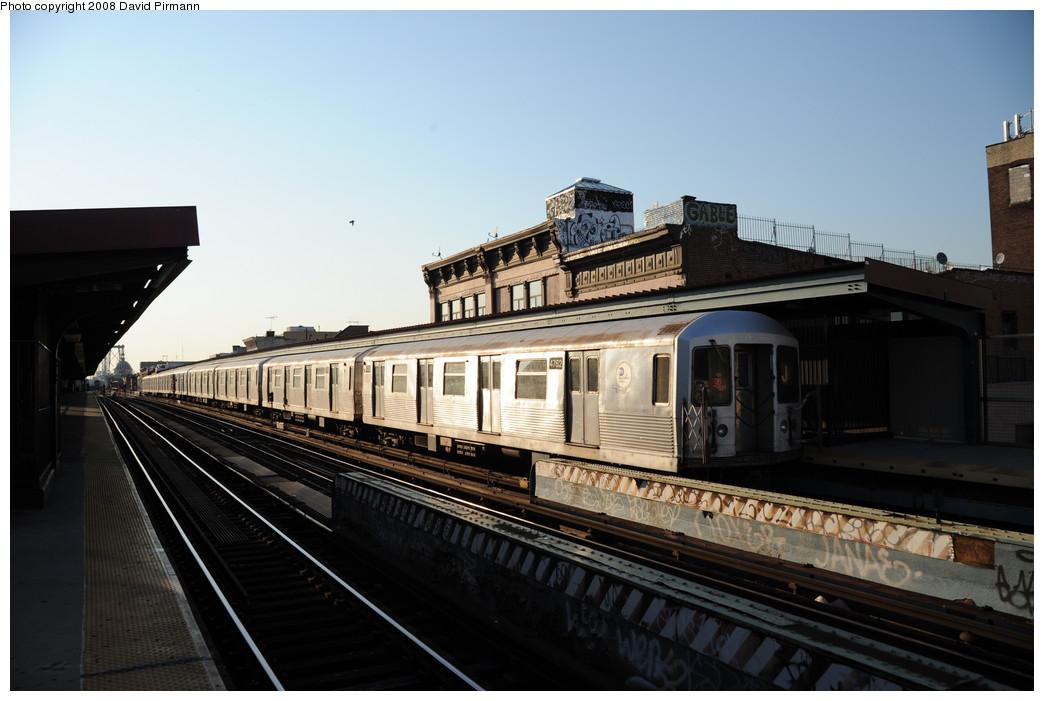 (219k, 1044x701)<br><b>Country:</b> United States<br><b>City:</b> New York<br><b>System:</b> New York City Transit<br><b>Line:</b> BMT Nassau Street/Jamaica Line<br><b>Location:</b> Hewes Street <br><b>Route:</b> J<br><b>Car:</b> R-42 (St. Louis, 1969-1970)  4762 <br><b>Photo by:</b> David Pirmann<br><b>Date:</b> 8/21/2008<br><b>Viewed (this week/total):</b> 0 / 876