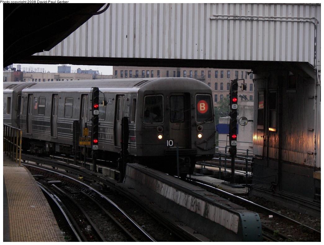 (268k, 1044x788)<br><b>Country:</b> United States<br><b>City:</b> New York<br><b>System:</b> New York City Transit<br><b>Line:</b> BMT Brighton Line<br><b>Location:</b> Brighton Beach <br><b>Route:</b> B<br><b>Car:</b> R-68 (Westinghouse-Amrail, 1986-1988)  2832 <br><b>Photo by:</b> David-Paul Gerber<br><b>Date:</b> 7/3/2008<br><b>Viewed (this week/total):</b> 0 / 1362