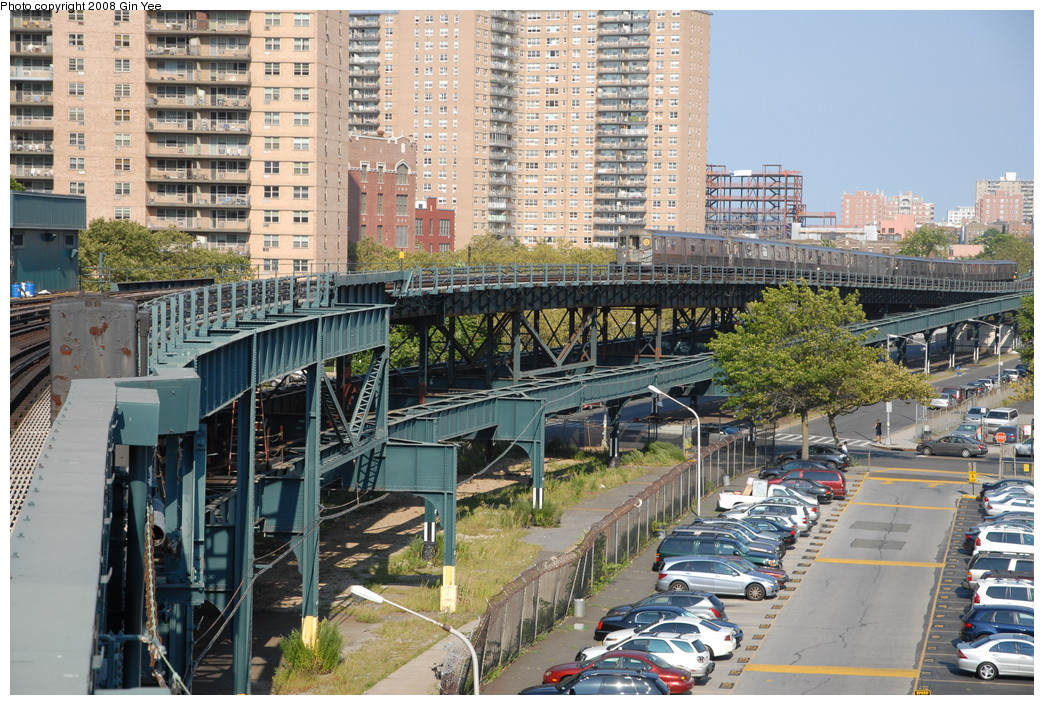 (320k, 1044x705)<br><b>Country:</b> United States<br><b>City:</b> New York<br><b>System:</b> New York City Transit<br><b>Line:</b> BMT Brighton Line<br><b>Location:</b> West 8th Street <br><b>Route:</b> Q<br><b>Car:</b> R-68/R-68A Series (Number Unknown)  <br><b>Photo by:</b> Gin Yee<br><b>Date:</b> 8/24/2008<br><b>Viewed (this week/total):</b> 3 / 2095