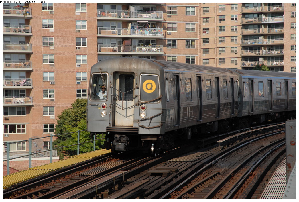 (294k, 1044x705)<br><b>Country:</b> United States<br><b>City:</b> New York<br><b>System:</b> New York City Transit<br><b>Line:</b> BMT Brighton Line<br><b>Location:</b> West 8th Street <br><b>Route:</b> Q<br><b>Car:</b> R-68/R-68A Series (Number Unknown)  <br><b>Photo by:</b> Gin Yee<br><b>Date:</b> 8/24/2008<br><b>Viewed (this week/total):</b> 0 / 1445
