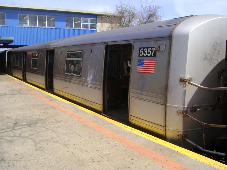 (82k, 768x576)<br><b>Country:</b> United States<br><b>City:</b> New York<br><b>System:</b> New York City Transit<br><b>Line:</b> IND Rockaway<br><b>Location:</b> Broad Channel <br><b>Route:</b> A<br><b>Car:</b> R-44 (St. Louis, 1971-73) 5357 <br><b>Photo by:</b> John Dooley<br><b>Date:</b> 4/8/2010<br><b>Viewed (this week/total):</b> 1 / 892