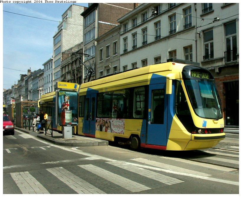 (133k, 820x667)<br><b>Country:</b> Belgium<br><b>City:</b> Brussels<br><b>System:</b> STIB (Societé des Transports Intercommunaux de Bruxelles)<br><b>Location:</b> Gillon <br><b>Car:</b> La Brugeoise 6-axle Low-Floor 2000-series  2021 <br><b>Photo by:</b> Theo Neutelings<br><b>Date:</b> 5/14/2004<br><b>Viewed (this week/total):</b> 0 / 1353
