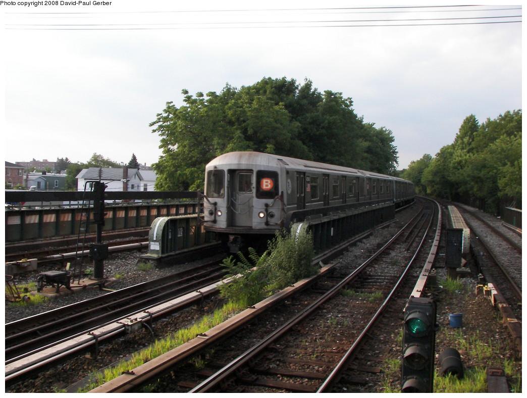 (277k, 1044x788)<br><b>Country:</b> United States<br><b>City:</b> New York<br><b>System:</b> New York City Transit<br><b>Line:</b> BMT Brighton Line<br><b>Location:</b> Sheepshead Bay <br><b>Route:</b> B<br><b>Car:</b> R-40M (St. Louis, 1969)  4514 <br><b>Photo by:</b> David-Paul Gerber<br><b>Date:</b> 7/3/2008<br><b>Viewed (this week/total):</b> 0 / 1085