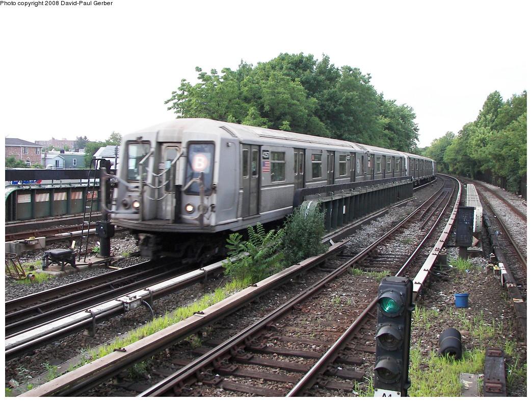 (343k, 1044x788)<br><b>Country:</b> United States<br><b>City:</b> New York<br><b>System:</b> New York City Transit<br><b>Line:</b> BMT Brighton Line<br><b>Location:</b> Sheepshead Bay <br><b>Route:</b> B<br><b>Car:</b> R-40 (St. Louis, 1968)  4257 <br><b>Photo by:</b> David-Paul Gerber<br><b>Date:</b> 7/3/2008<br><b>Viewed (this week/total):</b> 0 / 1078