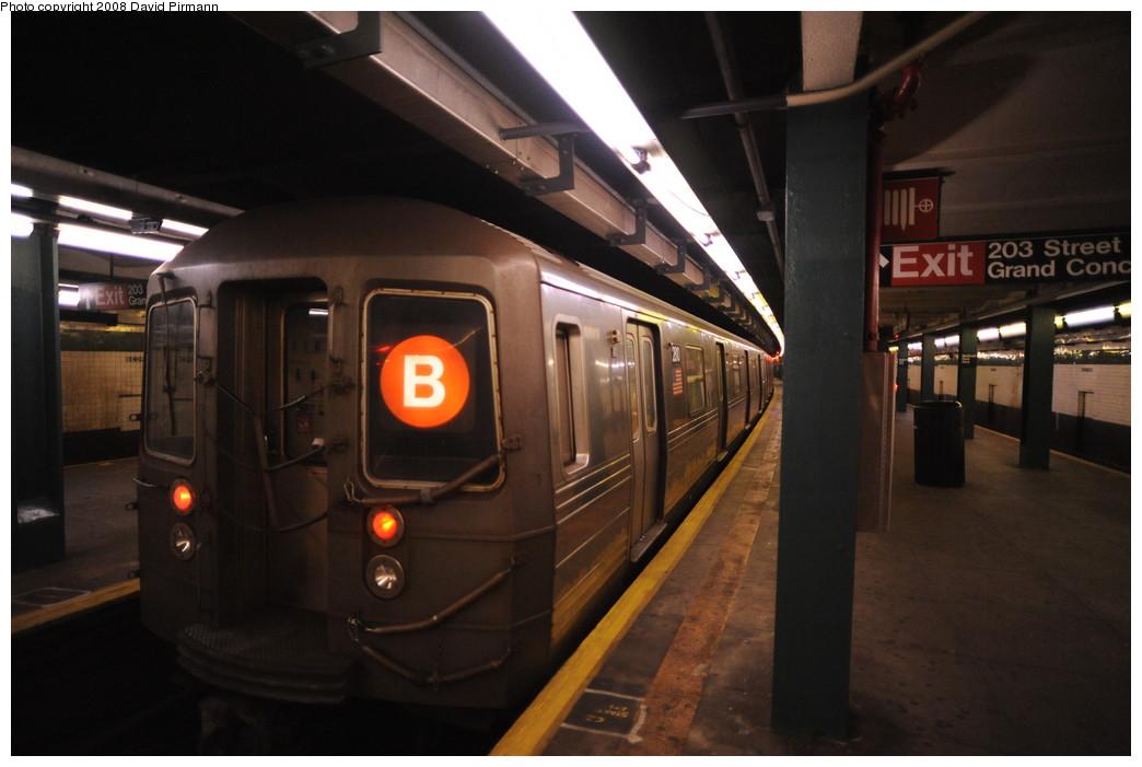 (209k, 1044x701)<br><b>Country:</b> United States<br><b>City:</b> New York<br><b>System:</b> New York City Transit<br><b>Line:</b> IND Concourse Line<br><b>Location:</b> Bedford Park Boulevard <br><b>Route:</b> B<br><b>Car:</b> R-68 (Westinghouse-Amrail, 1986-1988)  2810 <br><b>Photo by:</b> David Pirmann<br><b>Date:</b> 8/27/2008<br><b>Viewed (this week/total):</b> 6 / 2216