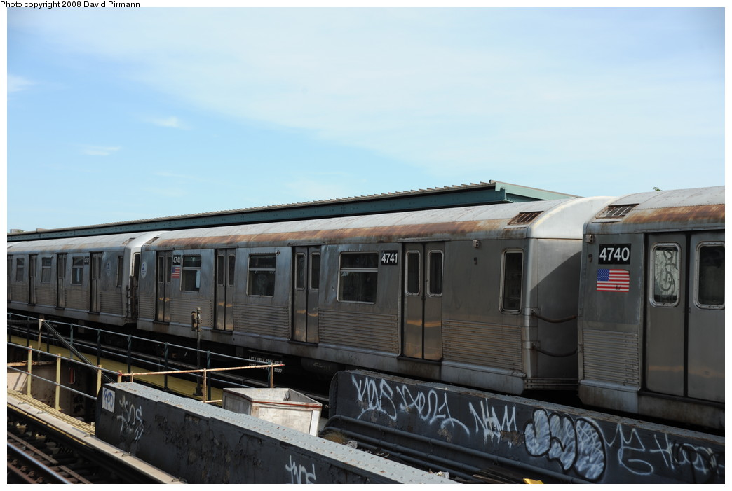 (206k, 1044x701)<br><b>Country:</b> United States<br><b>City:</b> New York<br><b>System:</b> New York City Transit<br><b>Line:</b> BMT Nassau Street/Jamaica Line<br><b>Location:</b> 75th Street/Elderts Lane <br><b>Route:</b> J<br><b>Car:</b> R-42 (St. Louis, 1969-1970)  4841 <br><b>Photo by:</b> David Pirmann<br><b>Date:</b> 8/27/2008<br><b>Viewed (this week/total):</b> 0 / 1554