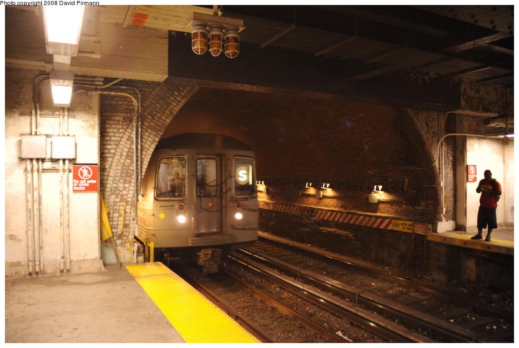 (243k, 1044x701)<br><b>Country:</b> United States<br><b>City:</b> New York<br><b>System:</b> New York City Transit<br><b>Line:</b> BMT Franklin<br><b>Location:</b> Botanic Garden <br><b>Route:</b> Franklin Shuttle<br><b>Car:</b> R-68 (Westinghouse-Amrail, 1986-1988)   <br><b>Photo by:</b> David Pirmann<br><b>Date:</b> 8/27/2008<br><b>Viewed (this week/total):</b> 1 / 2318